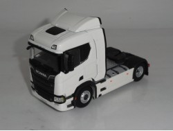 Scania R Normal Trekker 4x2 Wit. WSI 1:50